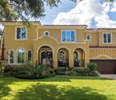 Traditional Sunset Park Home in the heart of South Tampa